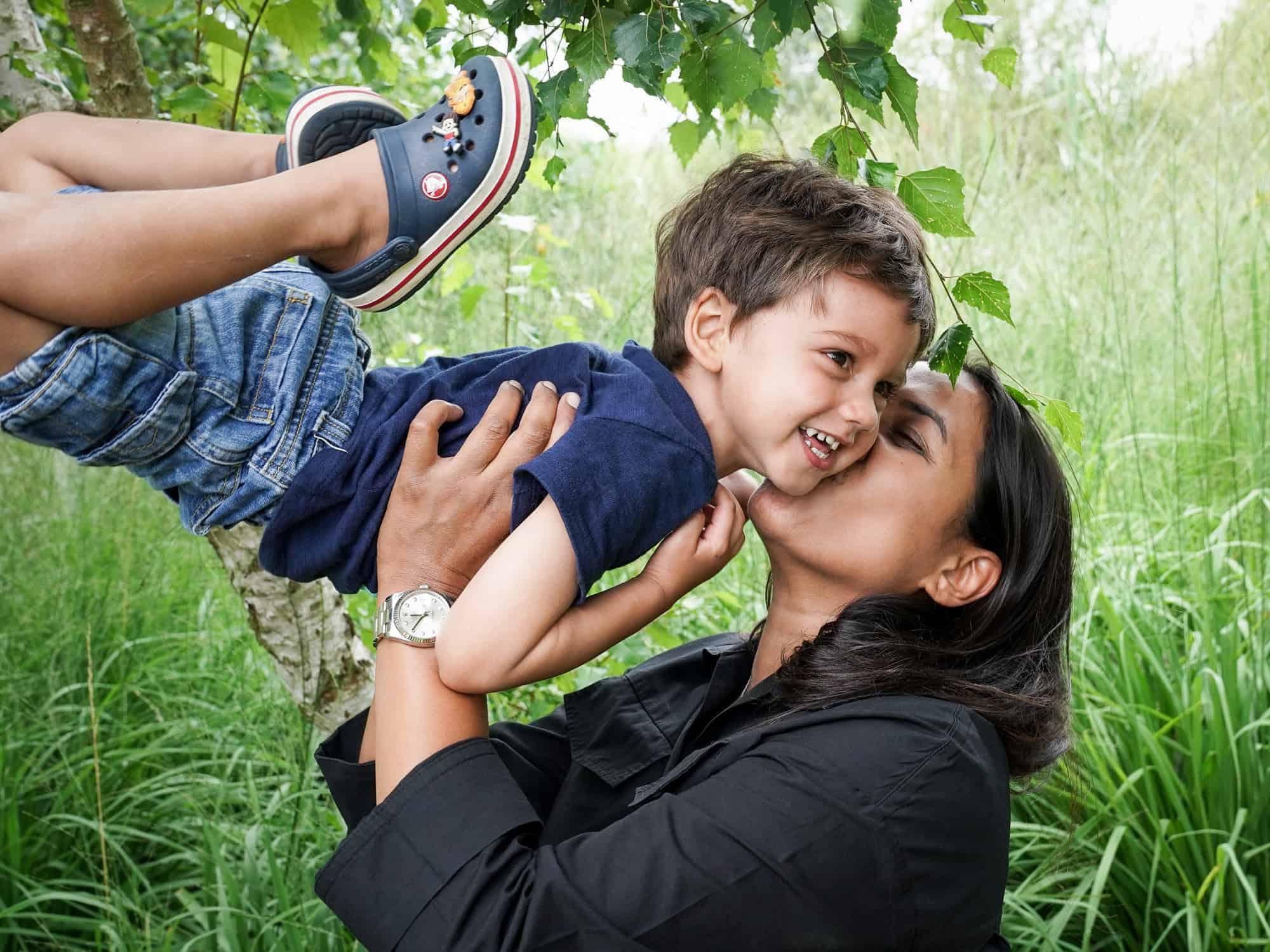 Solo Mum Photographer Luci Schofield capturing the joy of parenting